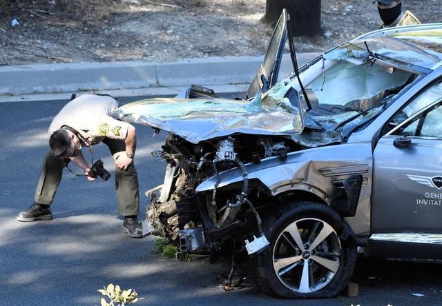 伍兹为什么车速如此快 警方:他或错把油门当刹车