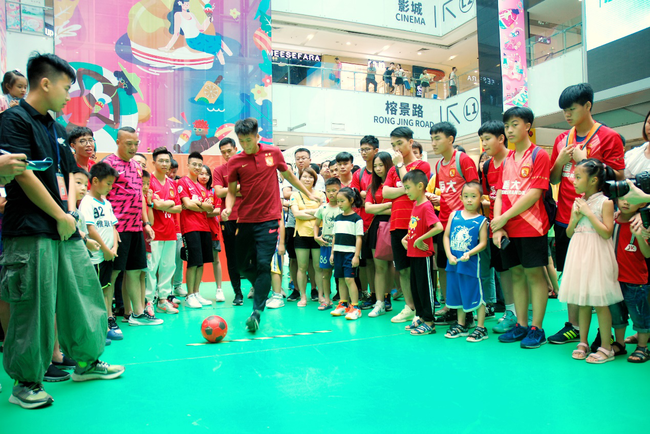 超燃PARK中超嘉年华广州上演收官大戏 掀足球热浪