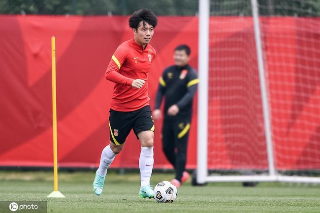 张稀哲:武磊状态很好提升国足进攻 与归化配合默契