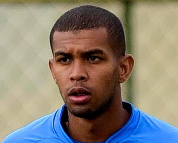 巴西24岁球员赛中倒地心脏骤停 本周脑死亡离世