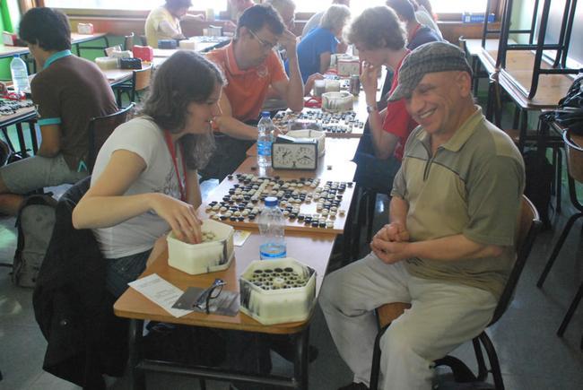 男女老幼在围棋大会都能找到乐趣