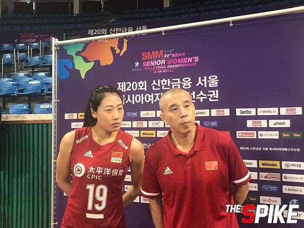 包壮:女排队员有些紧张 刘晏含:球队发挥不错