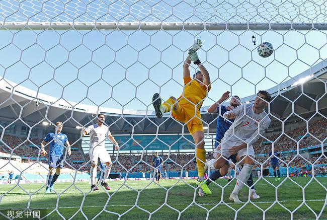 乌龙预定射手王!欧洲杯8乌龙>近五届总和 门将创历史