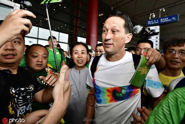 施密特临别时感到最深的爱 中国足球最好的是球迷