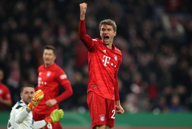 德杯-穆勒传射+造乌龙 莱万2球 拜仁被追2球4-3胜