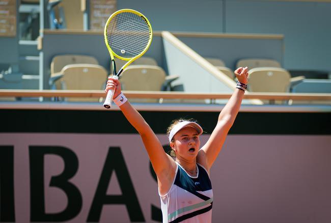 克雷吉茨科娃艰难胜出晋级女单决赛