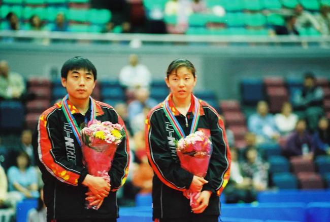 2001年第46届大阪世乒赛,孙晋搭档刘国梁获得混双季军。
