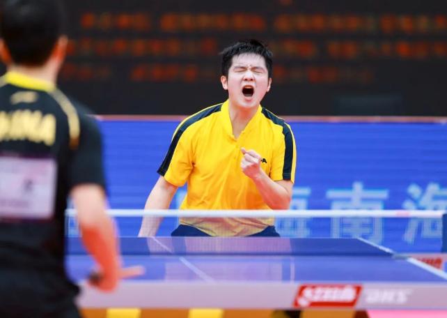 """樊振东:自傲地""""拧""""下世界杯 归纳才干在跋涉"""