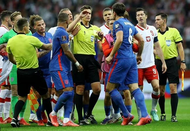 英格兰波兰队员为何大混战 索斯盖特:没必要多猜 |GIF