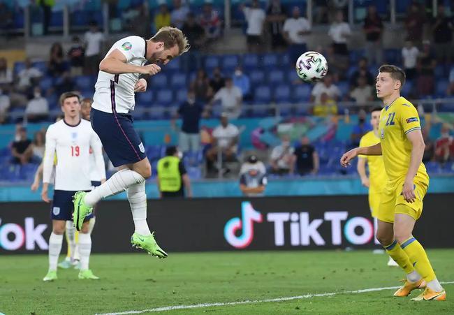 英格兰头球队!单场3头球创纪录 近2届大赛顶进10球