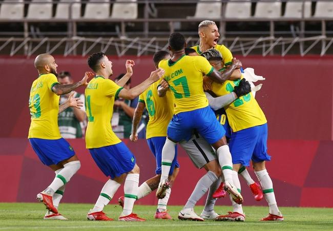 巴西2比1击败西班牙卫冕成功  巴萨弃将加时进球