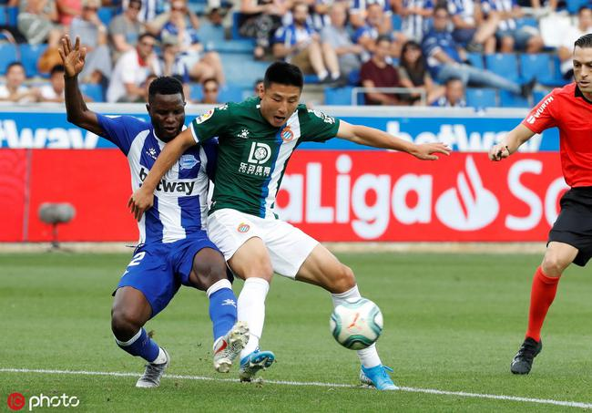 武磊被西班牙媒体批评太独 总共就获得10次触球