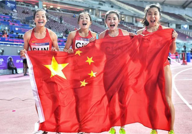 全锦赛女子4乘100国家队惊险夺冠 全程失误不断