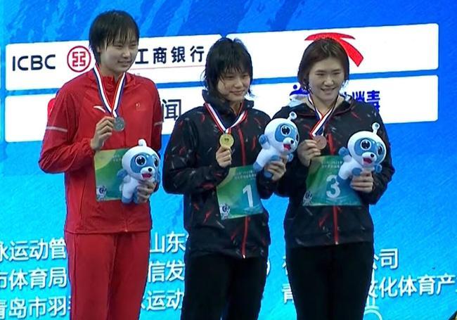 女子400米个人混合泳余依婷夺冠达标