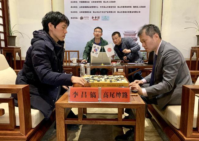 李昌镐获胜后两人复盘