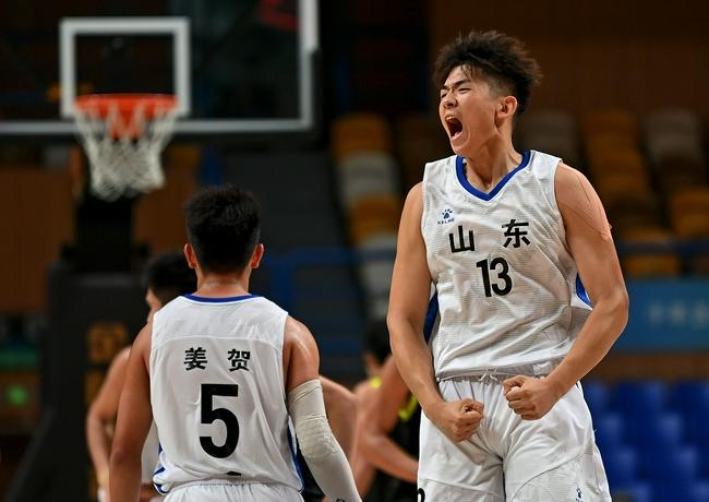 就是这么霸气 U19男篮广东首战狂胜东道主58分