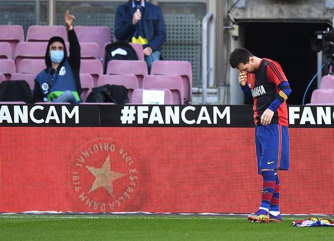 梅西进球后脱下球衣,指天安慰马拉多纳的在天之灵