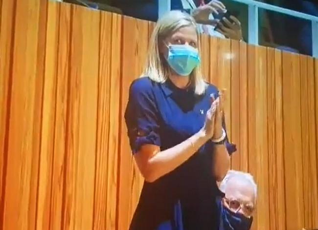 开幕式疑惑:主席就在现场 为何用录制好视频发言