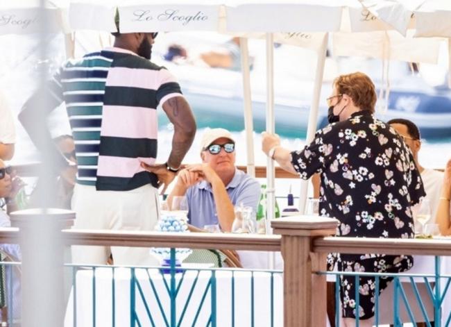 詹姆斯与妻子意大利度假 和英国著名歌手聚餐