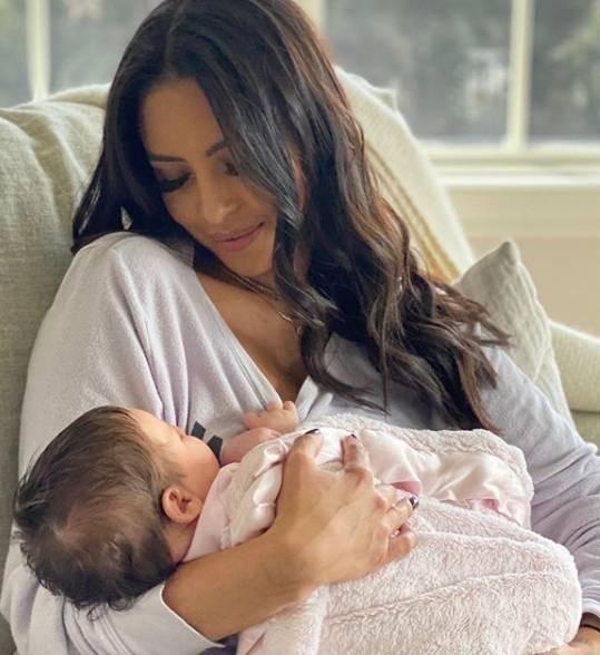 瓦妮莎认加索尔女儿吉安娜为教女