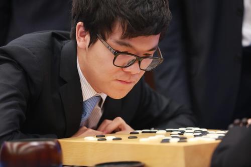 柯洁比来网上练棋专门辛勤