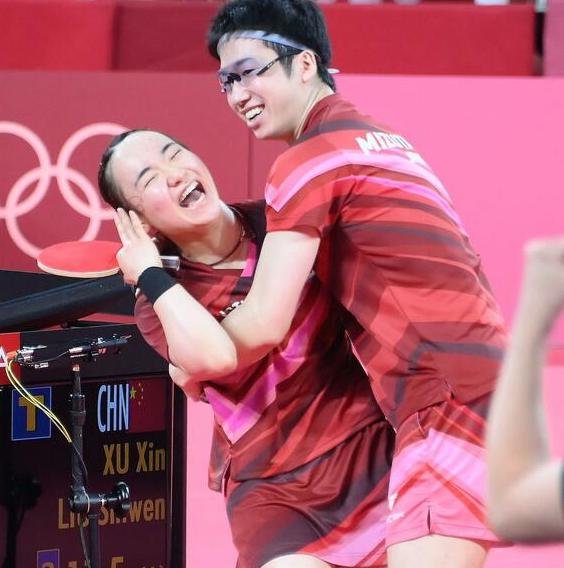 伊藤美诚:拿到乒乓金牌很开心 竭尽全力拼单打