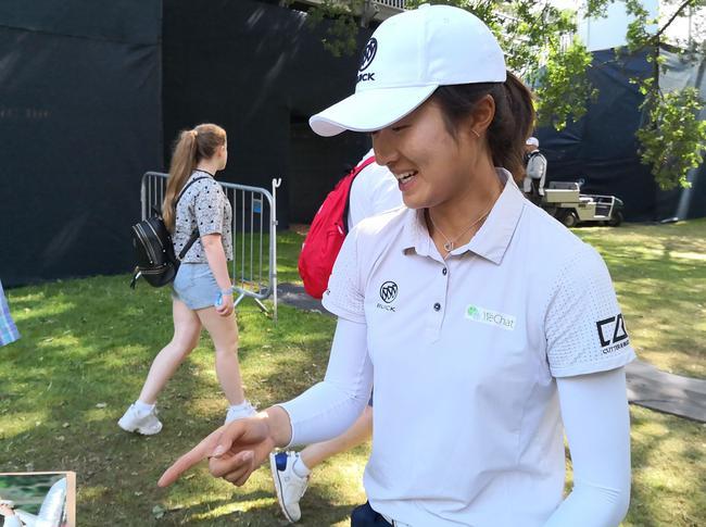 英国女子公开赛布海领先扩大为3杆 阎菁刘钰晋级