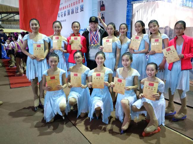 张亚凝在北京市队列滑比赛中夺冠