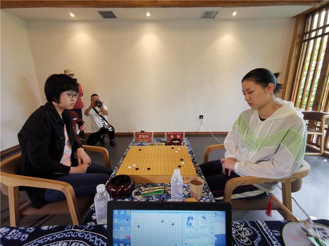 羅楚玥對陣潘陽