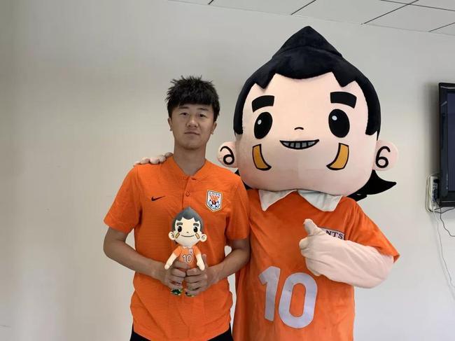 刘洋:踢亚洲杯太梦幻了 最大目标助鲁能夺联赛冠军