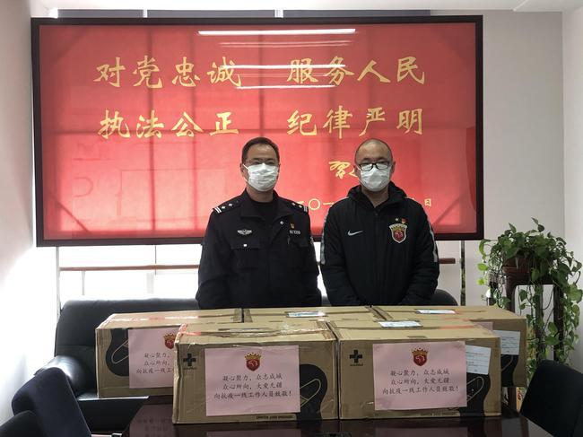 上港向公安等窗口单位捐3万口罩 为守护者们送温暖