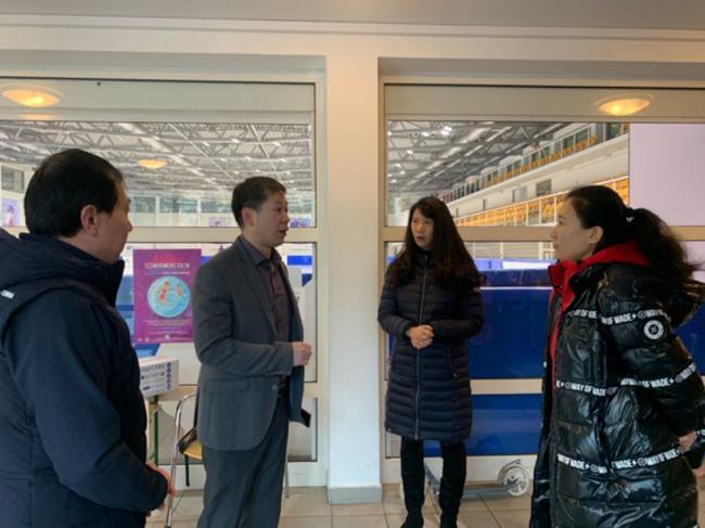 驻匈牙利大使馆向中国短道速滑青年队赠送防疫物资