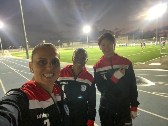 中国女足球员韩慧敏敞开留洋之路 25日清晨完成海外首秀