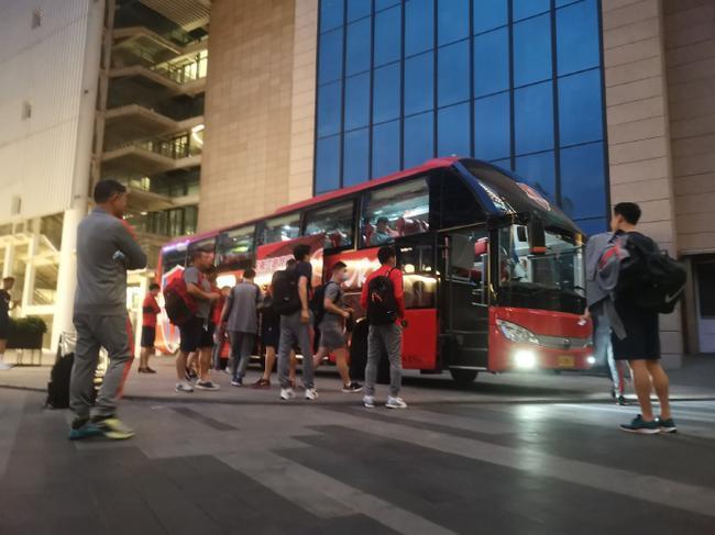 重庆两江竞技前往中超广州赛区 官方:虽迟但到!