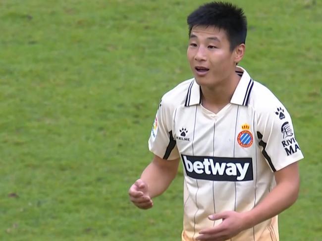 西乙-武磊替补出场失良机+吃黄牌 西人3-0夺4连胜