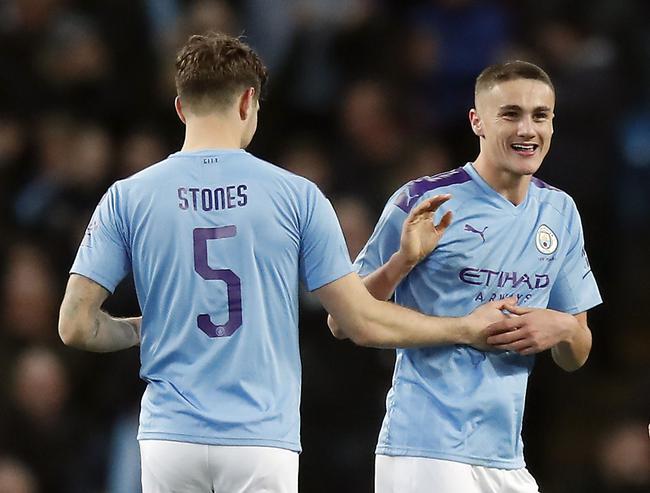 斯通斯和海伍德-贝里斯庆祝进球