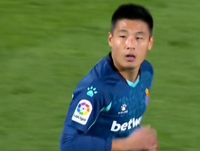 西乙-武磊替补出场 西人染红0-2客负3轮不胜跌第3