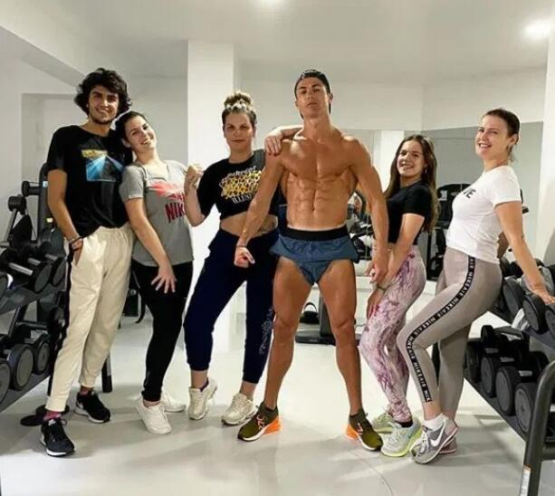 C罗在健身房