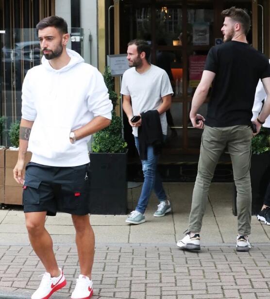 曼联热身赛取消球星聚餐 博格巴现身后提前离开