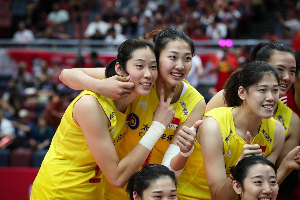 Chinaplayerscelebrateaftertheirvictory (2)