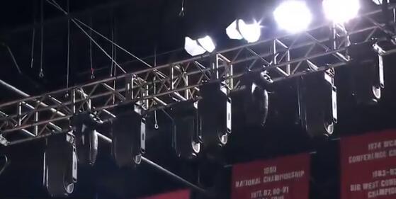 现场灯光设备晃动