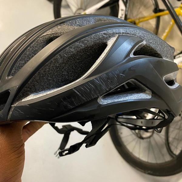 雷阿伦骑车遭遇车祸!提醒网友们要戴头盔