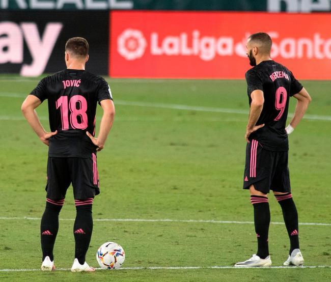 约维奇跟本泽马双前锋