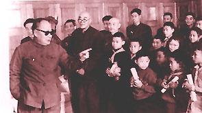 1962年,陈毅副总理勉励在少年围棋比赛中获奖的小选手。前排左起第三人为10岁的聂卫平,他获得第三名。