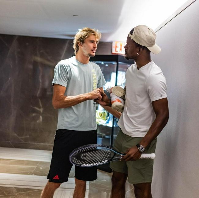 巴特勒去美网追星 要合影收获签名球拍和球鞋