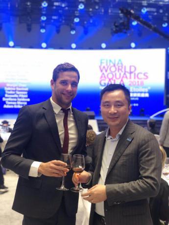 2018国际泳联最佳男活动员,世界冠军、100米世界纪录保持者--查德•勒•克洛斯品鉴丹溪1327后给出益评,并与赖劲宇董事长相符影!