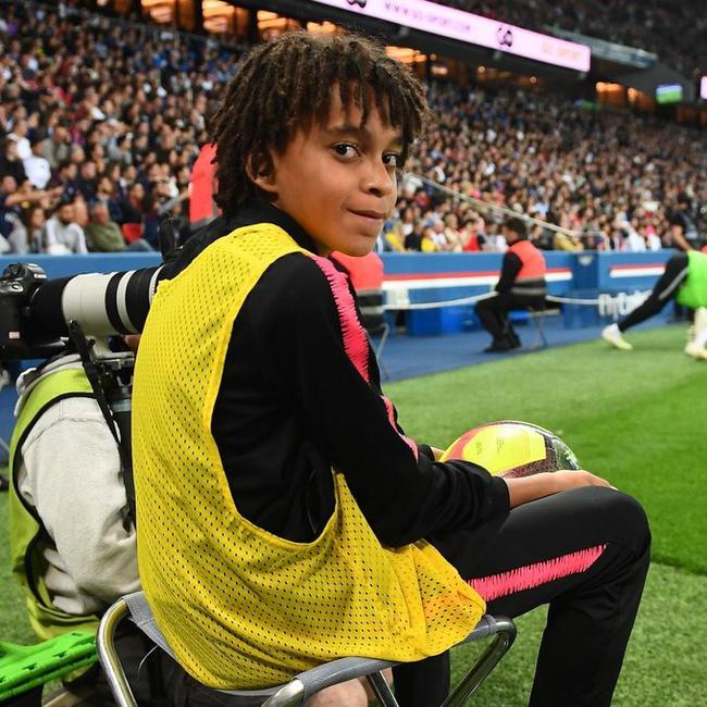 【博狗体育】为留住姆巴佩放大招?巴黎与15岁小姆巴佩签约3年