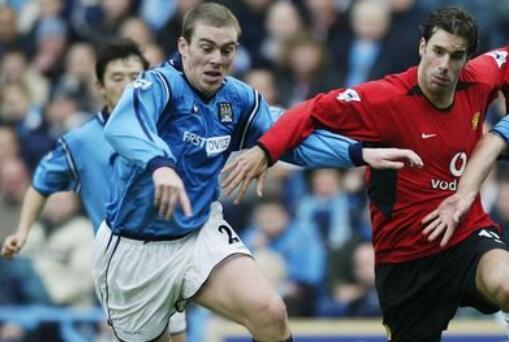 弗格森当年曾因范尼与曼城球员交流球衣而发怒,训斥了荷兰人