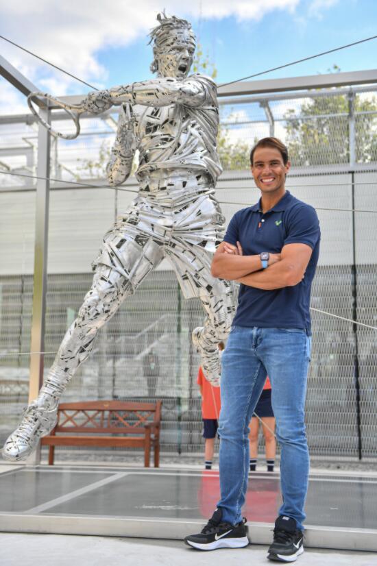 竖碑立像!法网为纳达尔特制钢铁雕像揭幕(图)