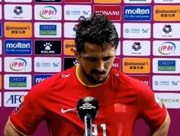 洛国富:穿上国足球衣很荣幸 让大家看到拼搏的我